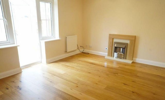 empty lounge before home staging